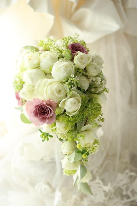 セミキャスケードブーケ 心に沿う花を エメ・ヴィベール様へ_a0042928_19453375.jpg