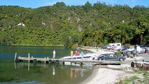 湖ウォーキング_e0133780_16253242.jpg
