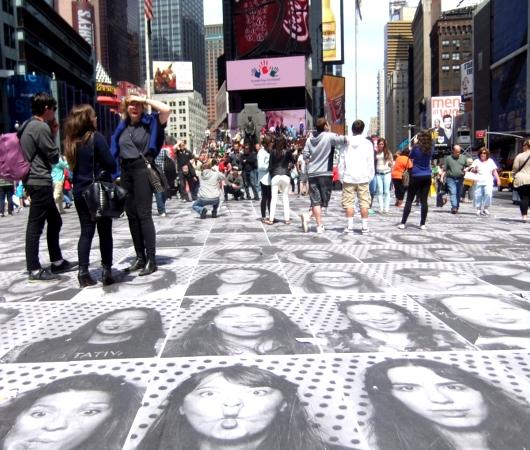 NYのタイムズ・スクエアが顔写真アートだらけに!!! Inside Out New York City_b0007805_9443855.jpg