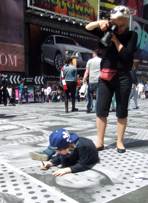 NYのタイムズ・スクエアが顔写真アートだらけに!!! Inside Out New York City_b0007805_9445015.jpg