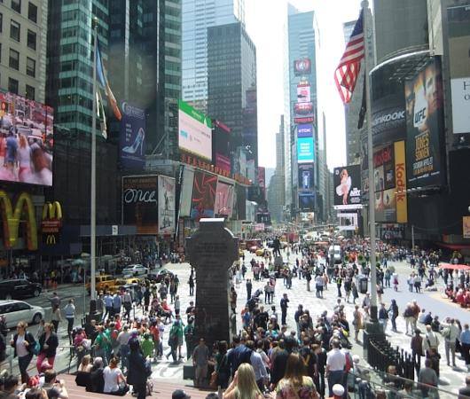 NYのタイムズ・スクエアが顔写真アートだらけに!!! Inside Out New York City_b0007805_9451210.jpg