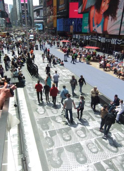 NYのタイムズ・スクエアが顔写真アートだらけに!!! Inside Out New York City_b0007805_9452336.jpg