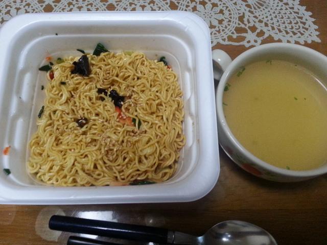 マルちゃん やきそば弁当中華風醤油味¥128_b0042308_14251417.jpg