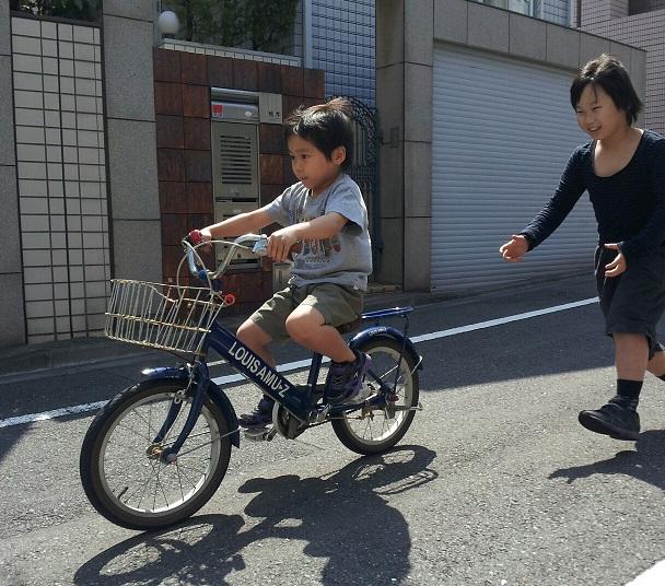 今日、淳君が初めて自転車に乗れた!!一瞬で乗れたんですよ!_d0148223_10221463.jpg