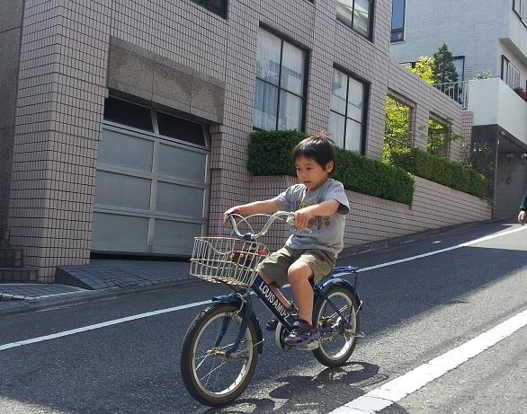 今日、淳君が初めて自転車に乗れた!!一瞬で乗れたんですよ!_d0148223_10223112.jpg