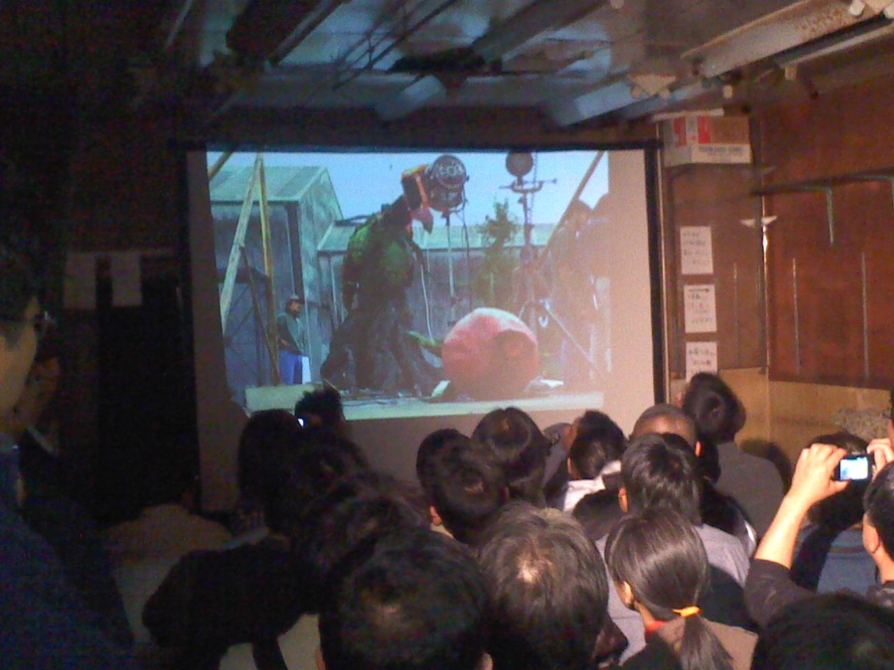 コンちゃん、西川先生、怪獣市場に登場!_a0196732_1504538.jpg