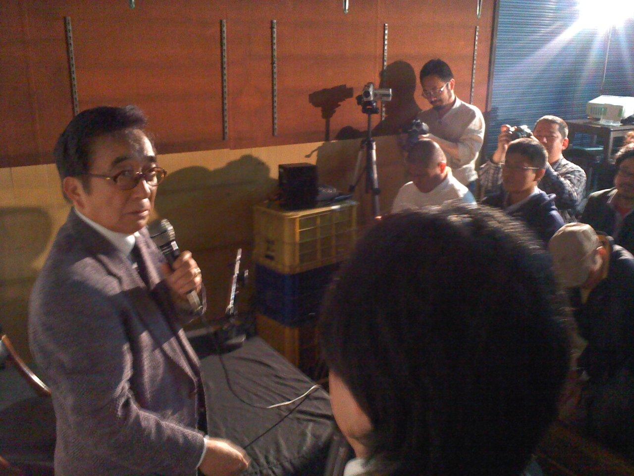 コンちゃん、西川先生、怪獣市場に登場!_a0196732_1525155.jpg