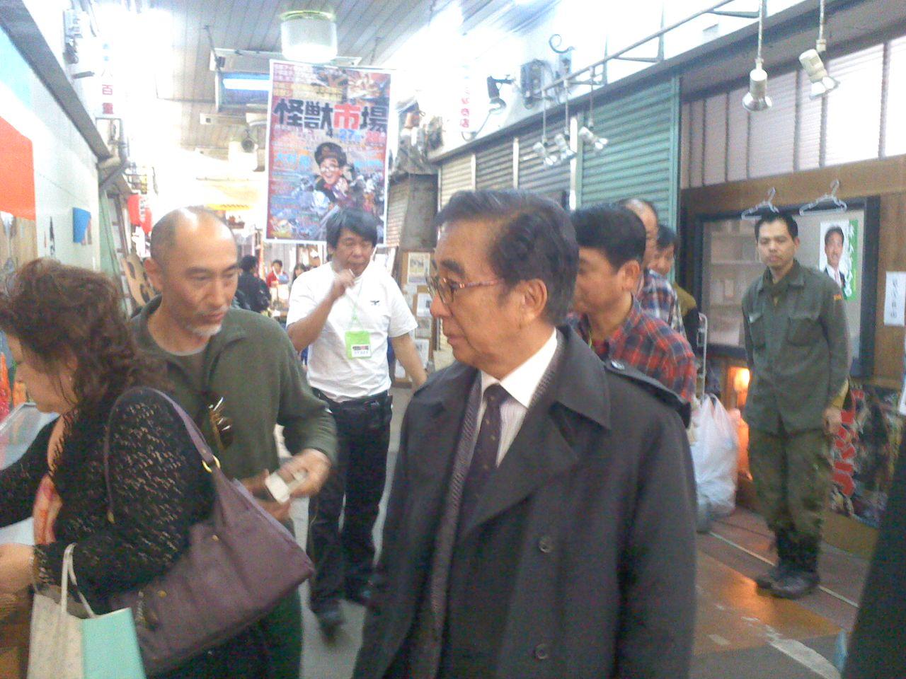 コンちゃん、西川先生、怪獣市場に登場!_a0196732_1541924.jpg