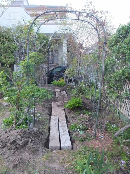 庭仕事の愉しみ_e0187897_18442183.jpg