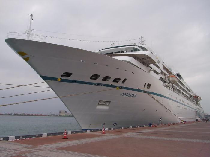 沖縄には欧米客を乗せたクルーズ客船も寄港します_b0235153_20244098.jpg