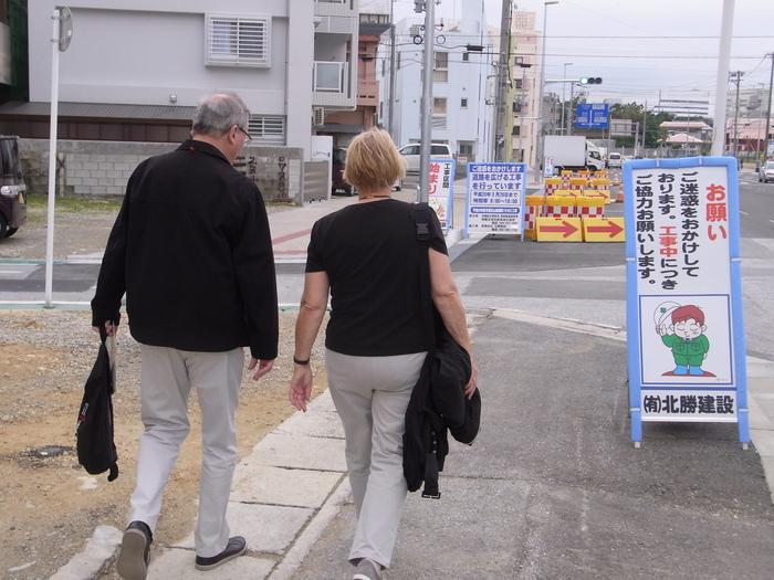 沖縄には欧米客を乗せたクルーズ客船も寄港します_b0235153_2028599.jpg