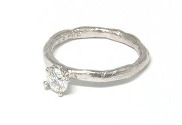 ダイヤモンドのエンゲージリングと笑顔のマリッジリング_e0170562_1625846.jpg