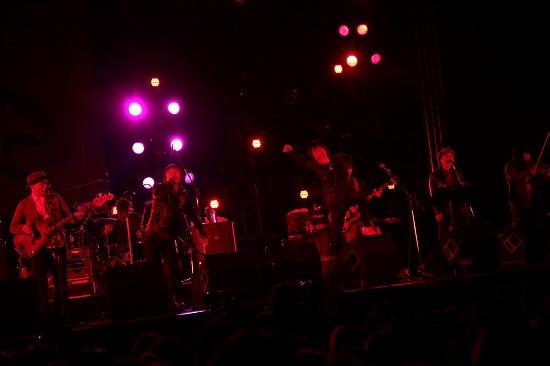 フラワーカンパニーズ ARABAKIで熱演、TBS『アーティスト』で「深夜高速」地上波初フル生演奏も_e0197970_12115878.jpg