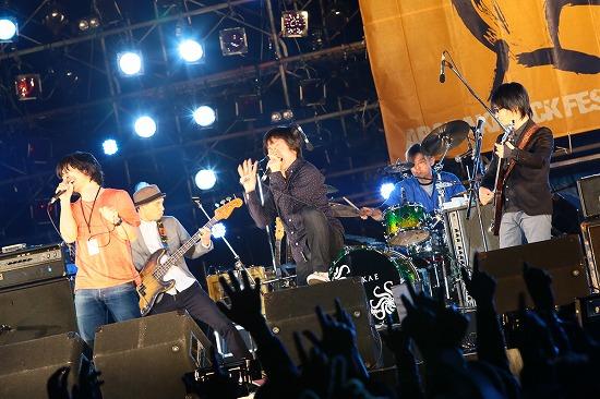 フラワーカンパニーズ ARABAKIで熱演、TBS『アーティスト』で「深夜高速」地上波初フル生演奏も_e0197970_1212446.jpg