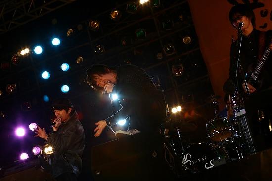 フラワーカンパニーズ ARABAKIで熱演、TBS『アーティスト』で「深夜高速」地上波初フル生演奏も_e0197970_1212822.jpg