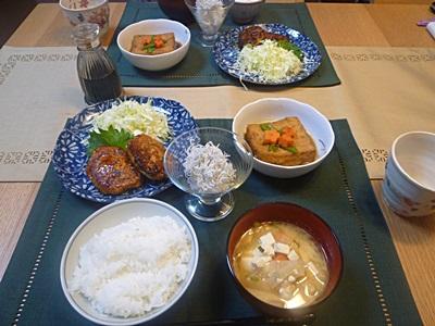 鶏ひき肉のつくねと厚揚げの煮物、しらすおろしの家ごはん_b0175688_22414523.jpg