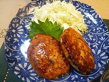 鶏ひき肉のつくねと厚揚げの煮物、しらすおろしの家ごはん_b0175688_22415314.jpg