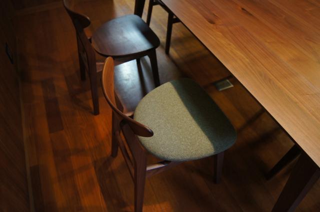 無垢ウォールナットのダイニングテーブル/ダイニングチェア(豊中市)_a0122528_0402455.png