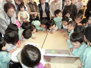 保育園でコマまわし☆第2弾_a0272042_15482158.jpg