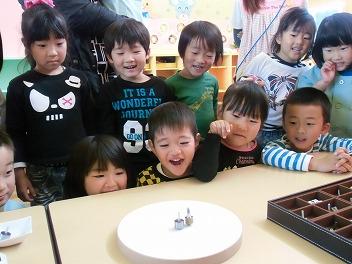 保育園でコマまわし☆第2弾_a0272042_17152218.jpg