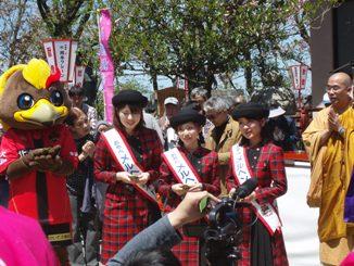 2013年 倶利迦羅さん八重桜まつり 厄除け念仏赤餅つき_c0208355_11125264.jpg