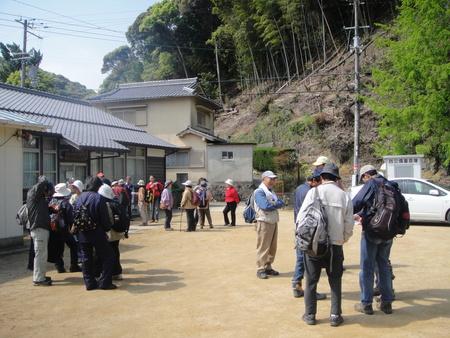孝子の森の植物観察  &  ボランティア3グループ交流会_c0108460_21222910.jpg