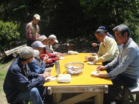 孝子の森の植物観察  &  ボランティア3グループ交流会_c0108460_21322380.jpg