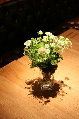 オシャレで個性的!!!な会場装花でした☆_e0149863_23514033.jpg