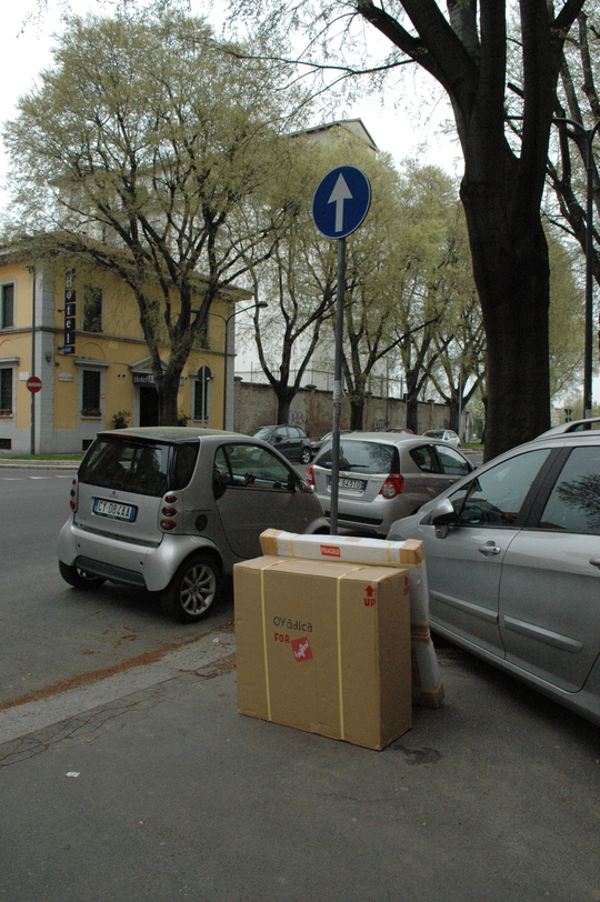 Oyadica goes to Milano Salone -DAY11/ the last battle in the Post Office-_f0236691_115588.jpg