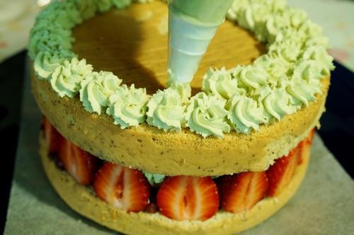 【苺とみつ豆の和風ショートケーキ】長女の誕生日に次女が作りました^^_b0033423_2144248.jpg