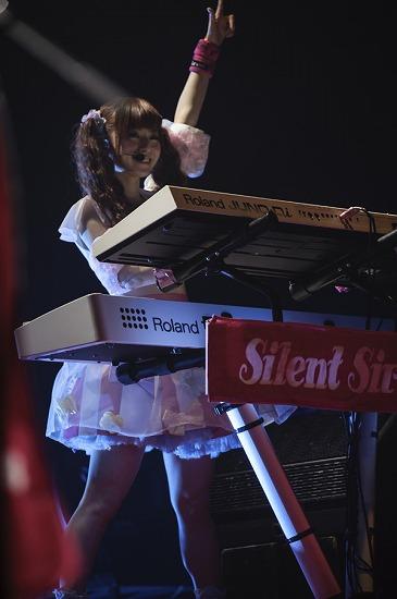 Silent Siren、ツアーファイナルで今冬のツアーとファンクラブ発足を発表_e0197970_0221087.jpg