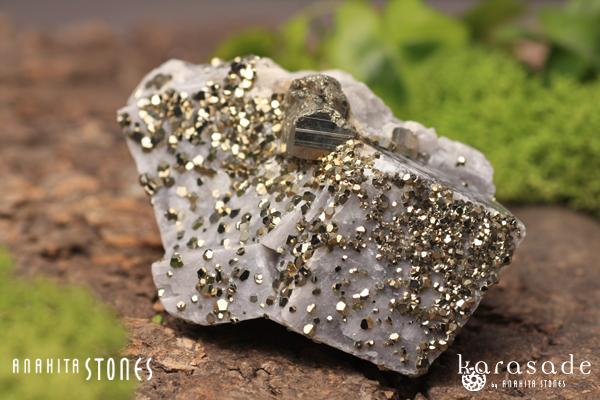 パイライトオンカルサイト原石(モロッコ産)_d0303974_1743176.jpg