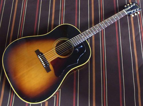 タバコ・バーストの「1967年製 Gibson J-45」が入荷!_e0053731_16283164.jpg