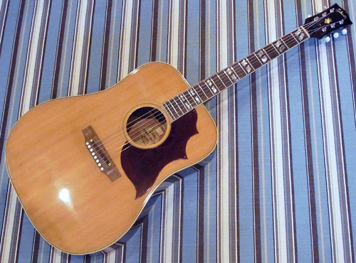 とても状態の良い「1969年製 Gibson C&W」が入荷!_e0053731_1941941.jpg