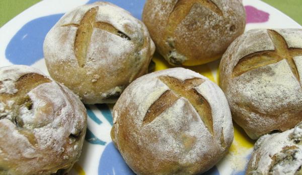 オリーブをこれでもかってくらい入れたパンなのだ_d0027243_1829149.jpg