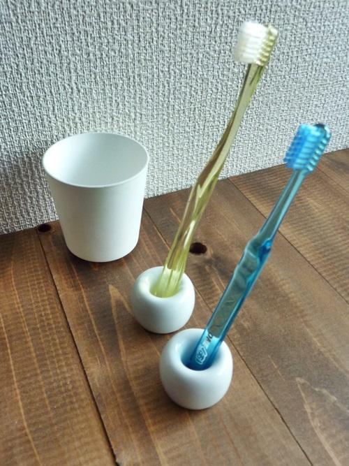「無印良品週間」なら買える!?かわいいドーナツ型の白磁歯ブラシスタンド