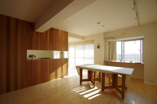 作業台をテーブルに/南行徳Y邸_c0004024_6451786.jpg