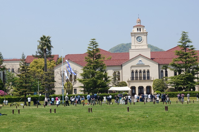 関西学院大学で素敵な鯉幟、優秀な学生を輩出関西学院大学、チャペルと関西学院大学、安倍総理若者の政治を_d0181492_049481.jpg