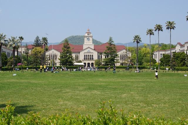 関西学院大学で素敵な鯉幟、優秀な学生を輩出関西学院大学、チャペルと関西学院大学、安倍総理若者の政治を_d0181492_049650.jpg