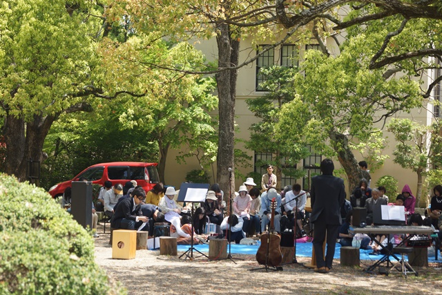 関西学院大学で素敵な鯉幟、優秀な学生を輩出関西学院大学、チャペルと関西学院大学、安倍総理若者の政治を_d0181492_0532849.jpg