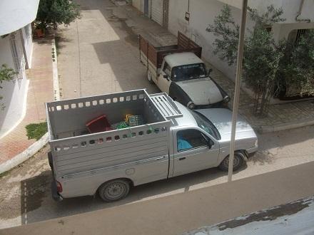 チュニジア流の駐車_f0253303_23401992.jpg