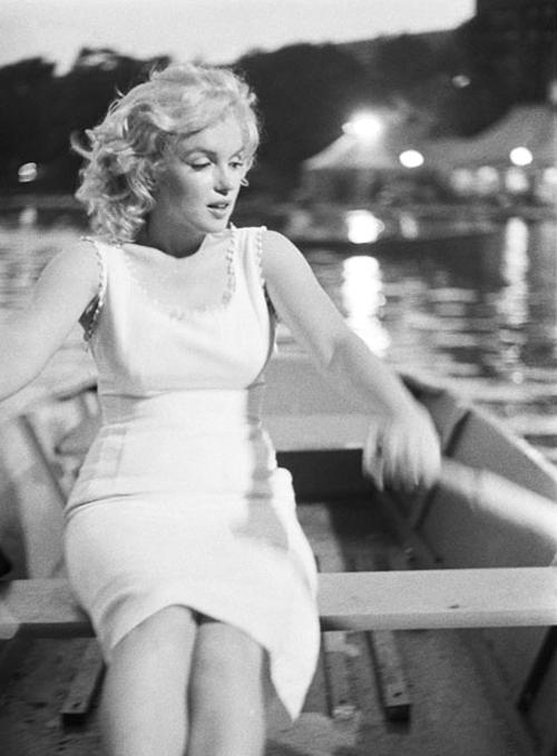 NYの地下鉄の駅構内でマリリン・モンローさんの写真展、Marilyn in New York_b0007805_1205042.jpg