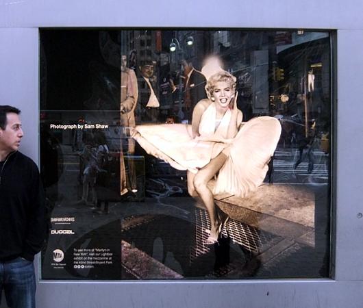 NYの地下鉄の駅構内でマリリン・モンローさんの写真展、Marilyn in New York_b0007805_120971.jpg