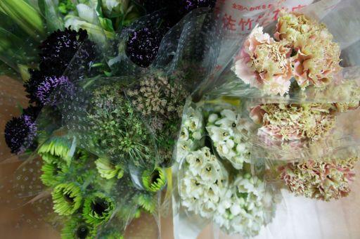 新装開店のお祝いのお花_f0155431_2159496.jpg