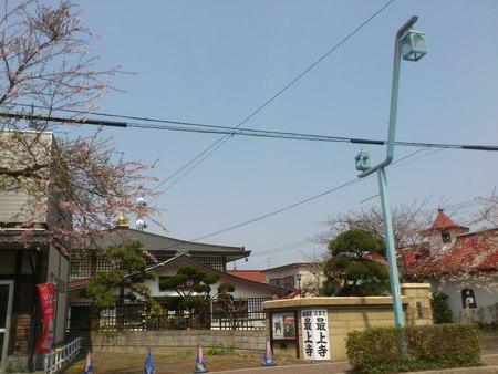 五稜郭のお寺と桜_b0106766_22594042.jpg