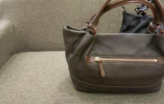 クレドランらしい凛々しい革トートバッグです。_c0227633_21172741.jpg