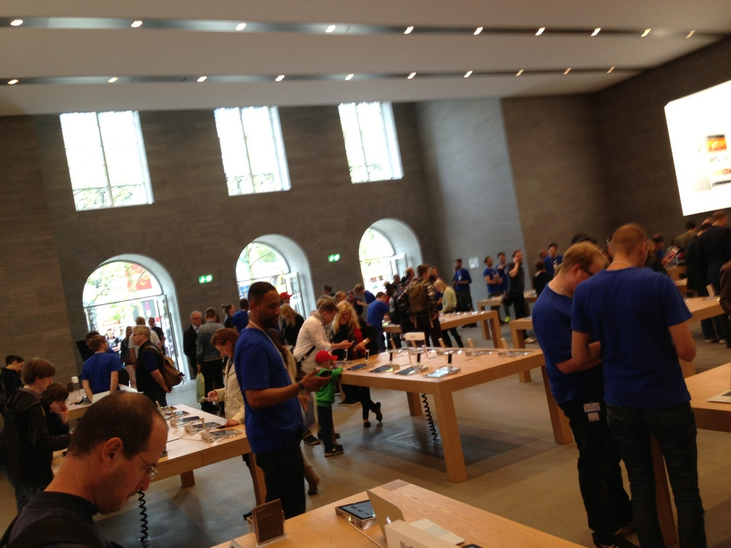 Apple Berlin オープン!_c0180686_18215925.jpg