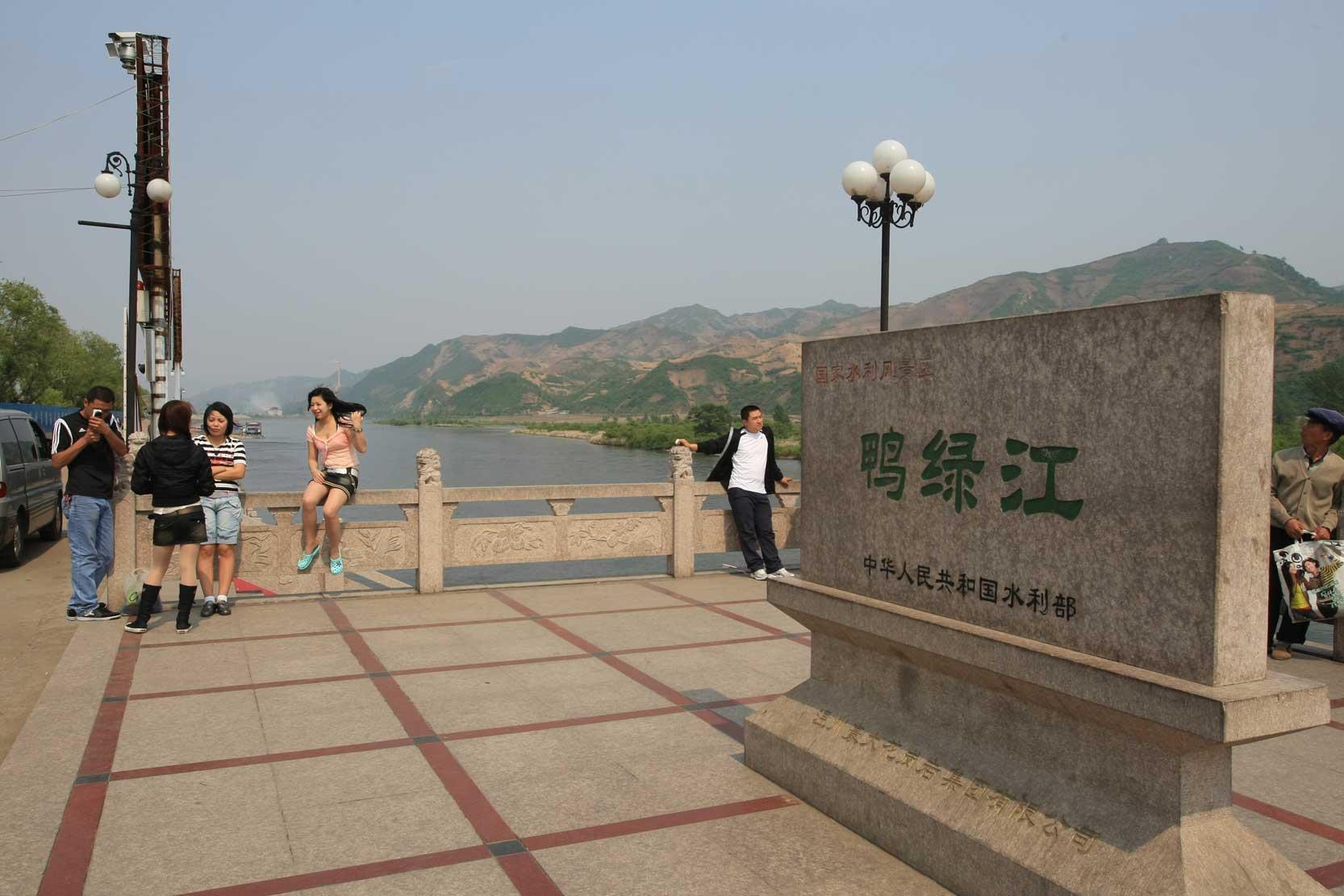 世界遺産のまち、集安~のどかな鴨緑江沿いの風景_b0235153_13254364.jpg