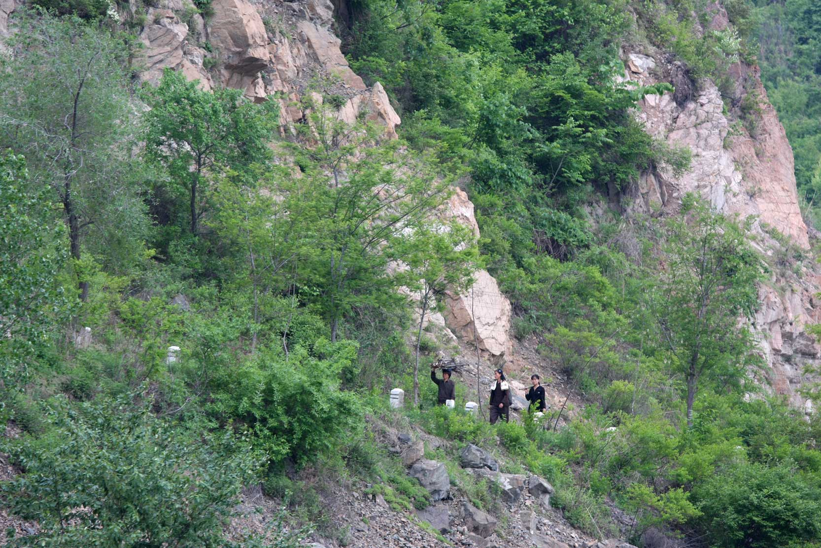 世界遺産のまち、集安~のどかな鴨緑江沿いの風景_b0235153_13263834.jpg