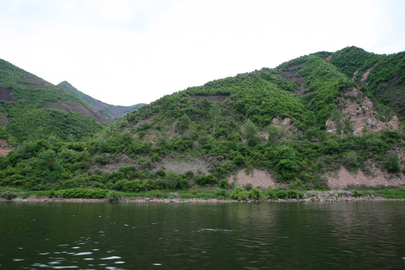 世界遺産のまち、集安~のどかな鴨緑江沿いの風景_b0235153_1326487.jpg